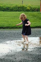 The magic of puddles, Attribution: http://www.flickr.com/photos/mymollypop/