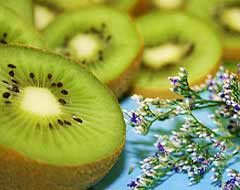 Green Kiwi, Attribution: http://www.flickr.com/photos/pinksherbet/415651103/
